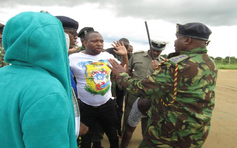 Nairobi Governor Mike Sonko agues with the police in Voi, Taita-Taveta before being arrested. [Photo by the Standard's Renson Mnyamwezi]